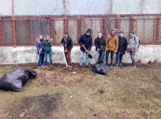 26 березня 2017 року студенти коледжу брали участь в толоці з прибирання м.Києва по вул.Василя Верховинця